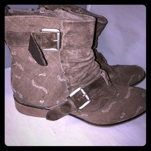 Boutique 9 distressed boot